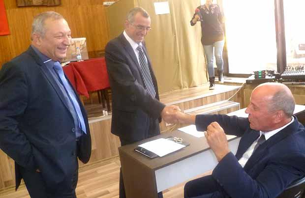 Пехливански (седнал) поиска да разбере кои са крадците в общинската болница.