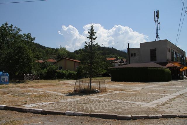 Предстои изготвянето на проект за площад в селото.