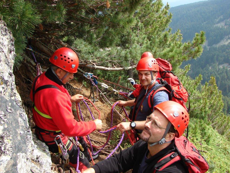 Двама от участниците в спасителната акция - Борислав Рижков (на преден план) и Емил Павлов (зад него).