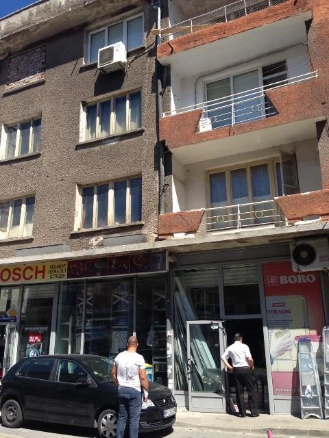 Комисията направи оглед на сградата.