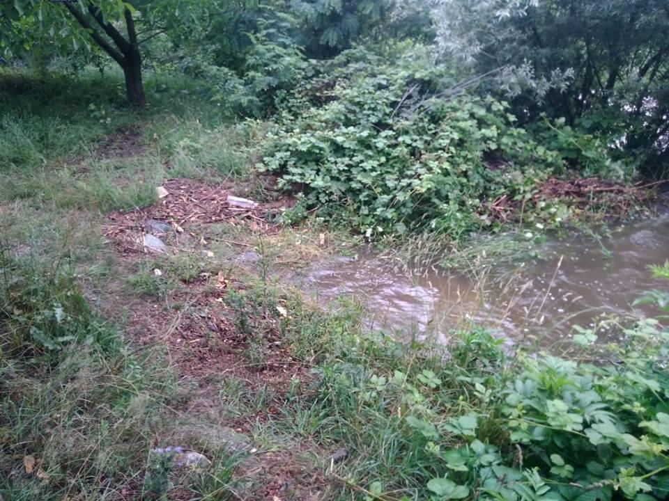 Превантивни мерки се вземат за потенциалния участък за разлив на река Бистрица в селото.