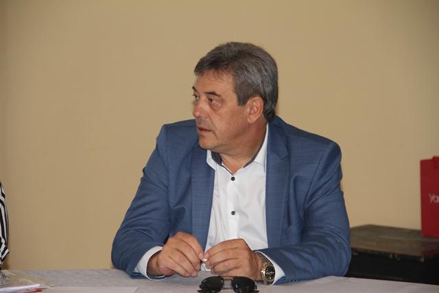 Председателят на Комисията д-р Злати Величков.
