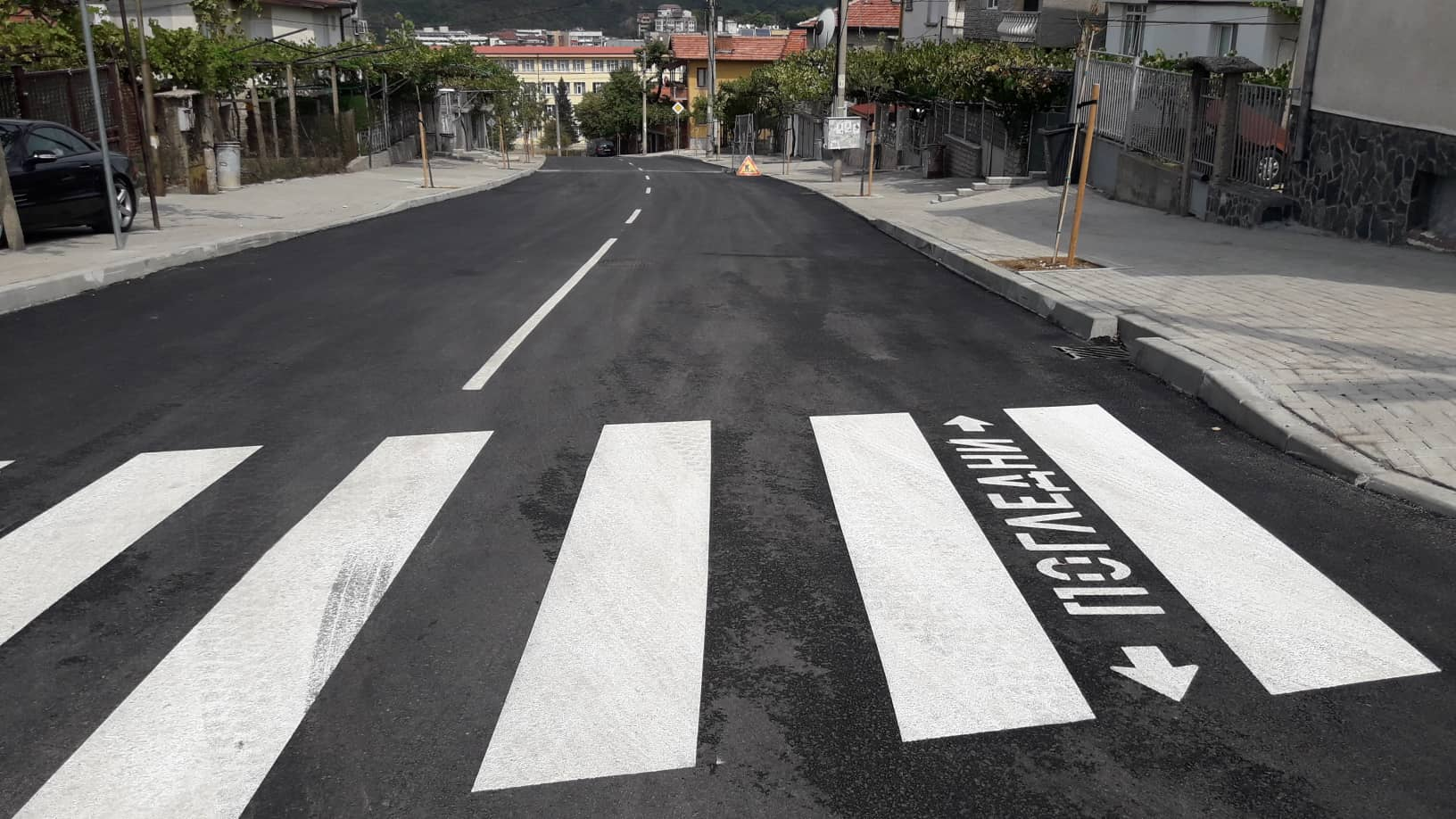 Ул.Велико Търново посреща шофьори и пешеходци с нов асфалт, тротоари и маркировка.