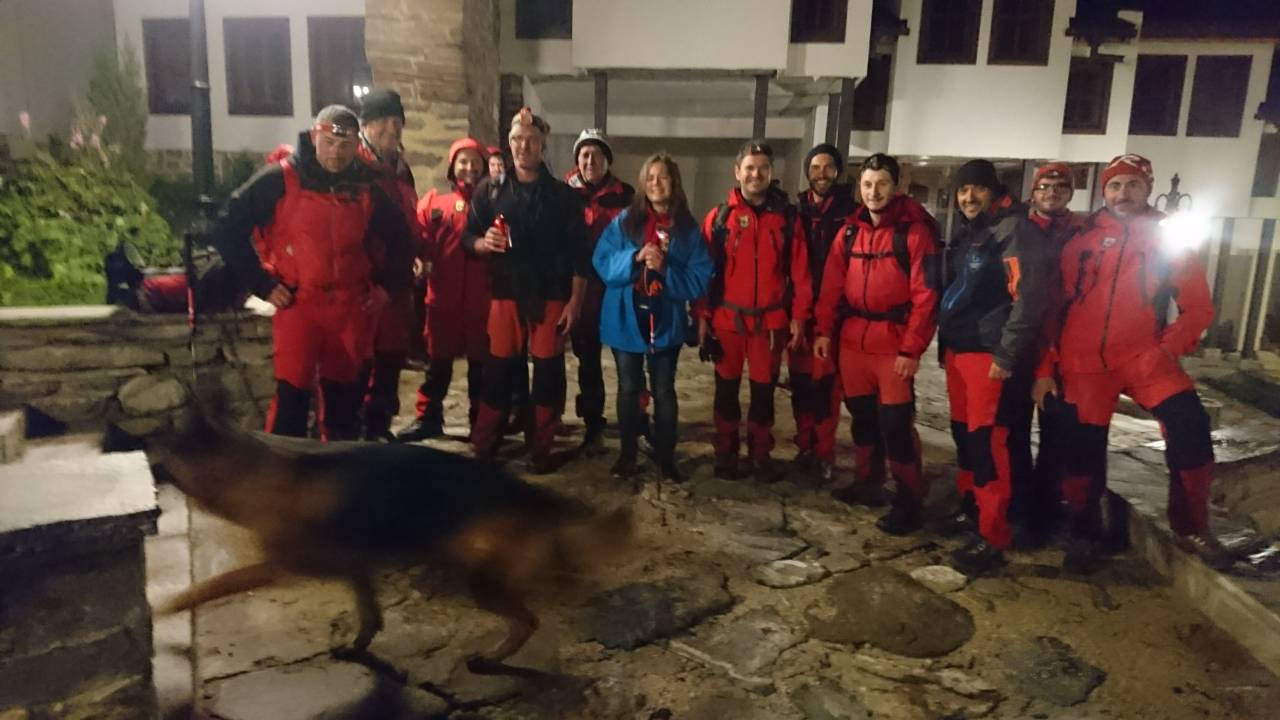 Изгубената журналистка Рита и част от планинските спасители от Дупница и Благоевград. Снимка: ПСС-Благоевград